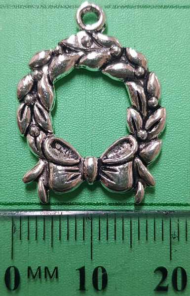 Christmas Wreath Charm 20mm