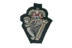 ROYAL IRISH REGIMENT BERET BADGE ON RANGER GREEN (4334342307912)