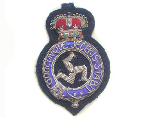 ISLE OF MAN POLICE CAP BADGE (4344135516232)