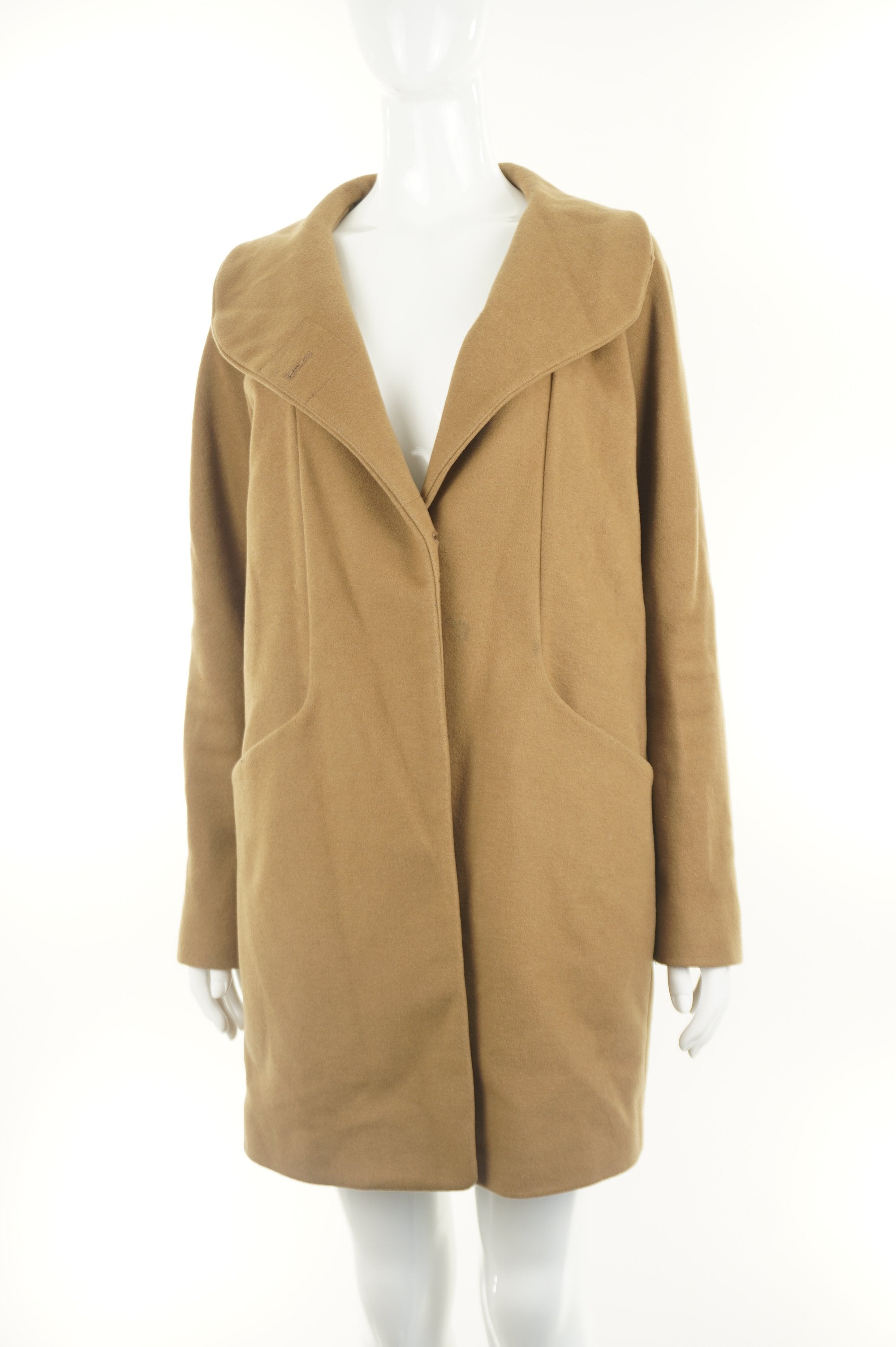 Wilfred Warm Winter Wool Coat, Aritzia's winter favorite. Wool and cashmere winter coat. Streamlined design with warm collar to be worn up or down. Made in Canada;), Brown, Exterior: 70% Wool, 20% Polyamide, 10% cashmere, women's Jackets & Coats, women's Brown Jackets & Coats, Wilfred women's Jackets & Coats, women's wool coat, aritzia winter wrap coat, aritzia wool overcoat, aritzia cashmere overcoat for winter, aritzia cashmere trench coat for winter
