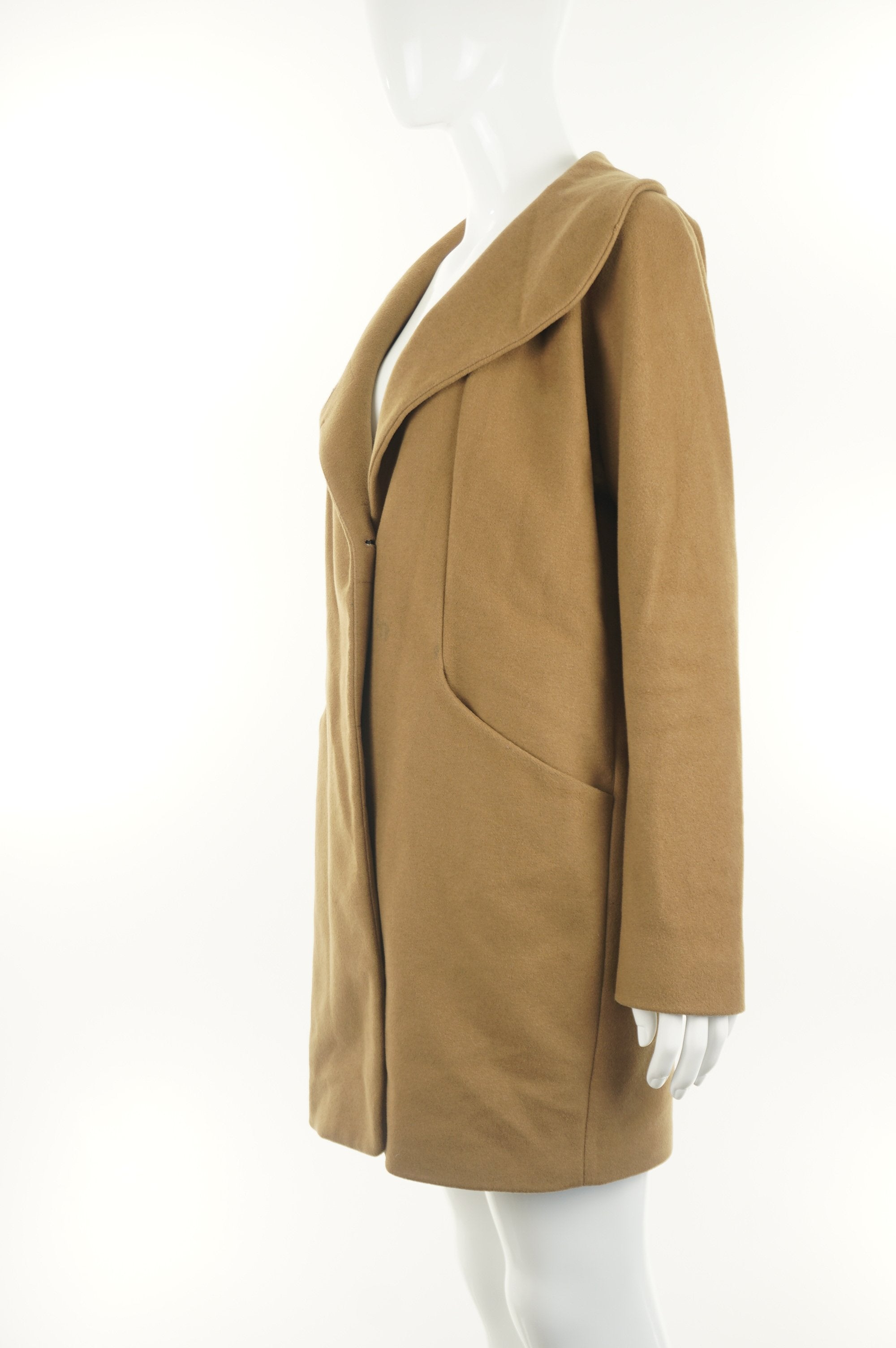 Wilfred Warm Winter Wool Coat, Aritzia's winter favorite. Wool and cashmere winter coat. Streamlined design with warm collar to be worn up or down. Made in Canada;), Brown, Exterior: 70% Wool, 20% Polyamide, 10% cashmere, women's wool coat, aritzia winter coat, aritzia wool coat, aritzia cashmere coat for winter