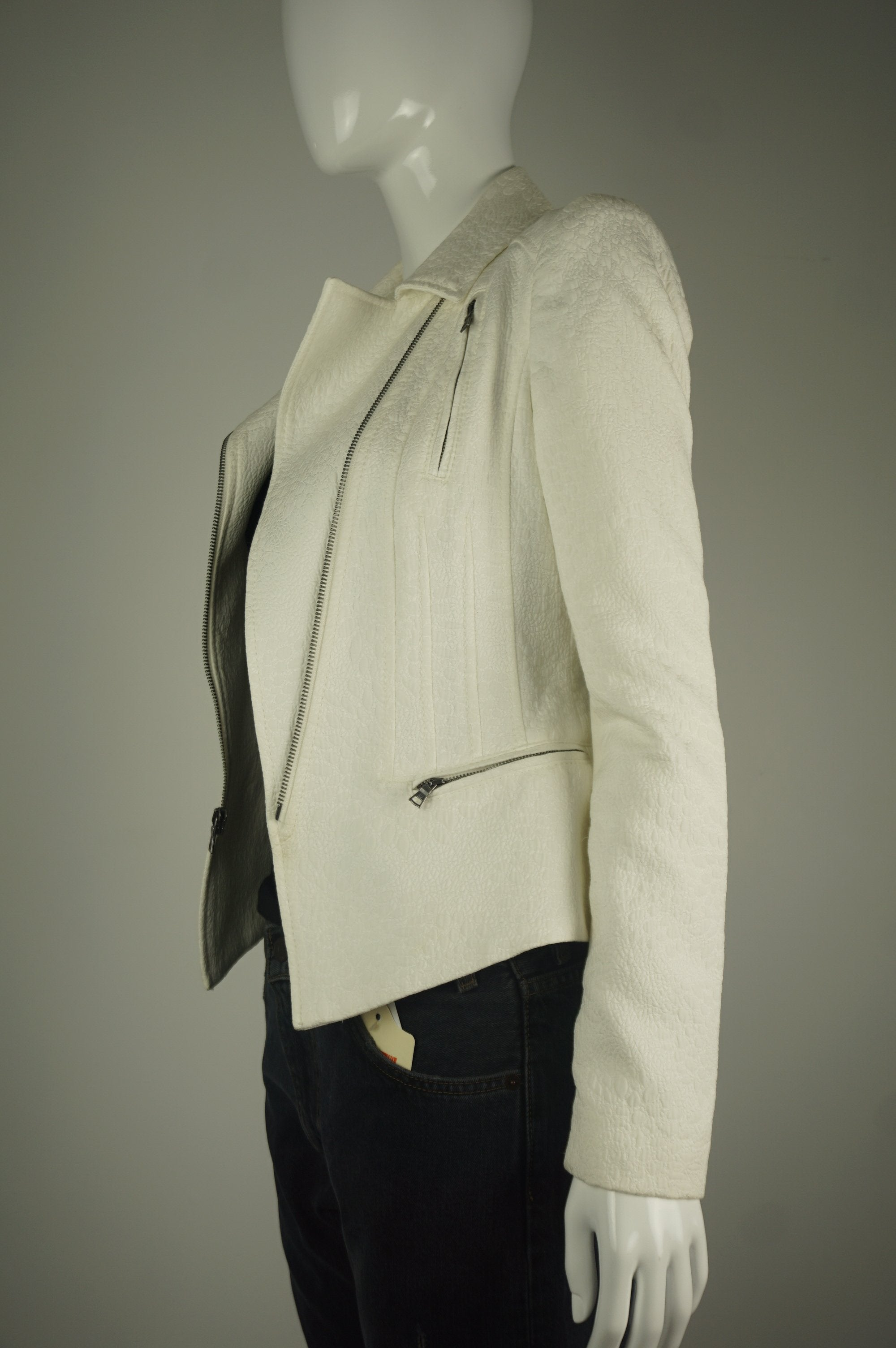 BCBG MAXAZRIA White Blazer, Super flattering chic blazer with zipped front but also looks great open. , White, Shell: 62% cotton, 28% polyester.,