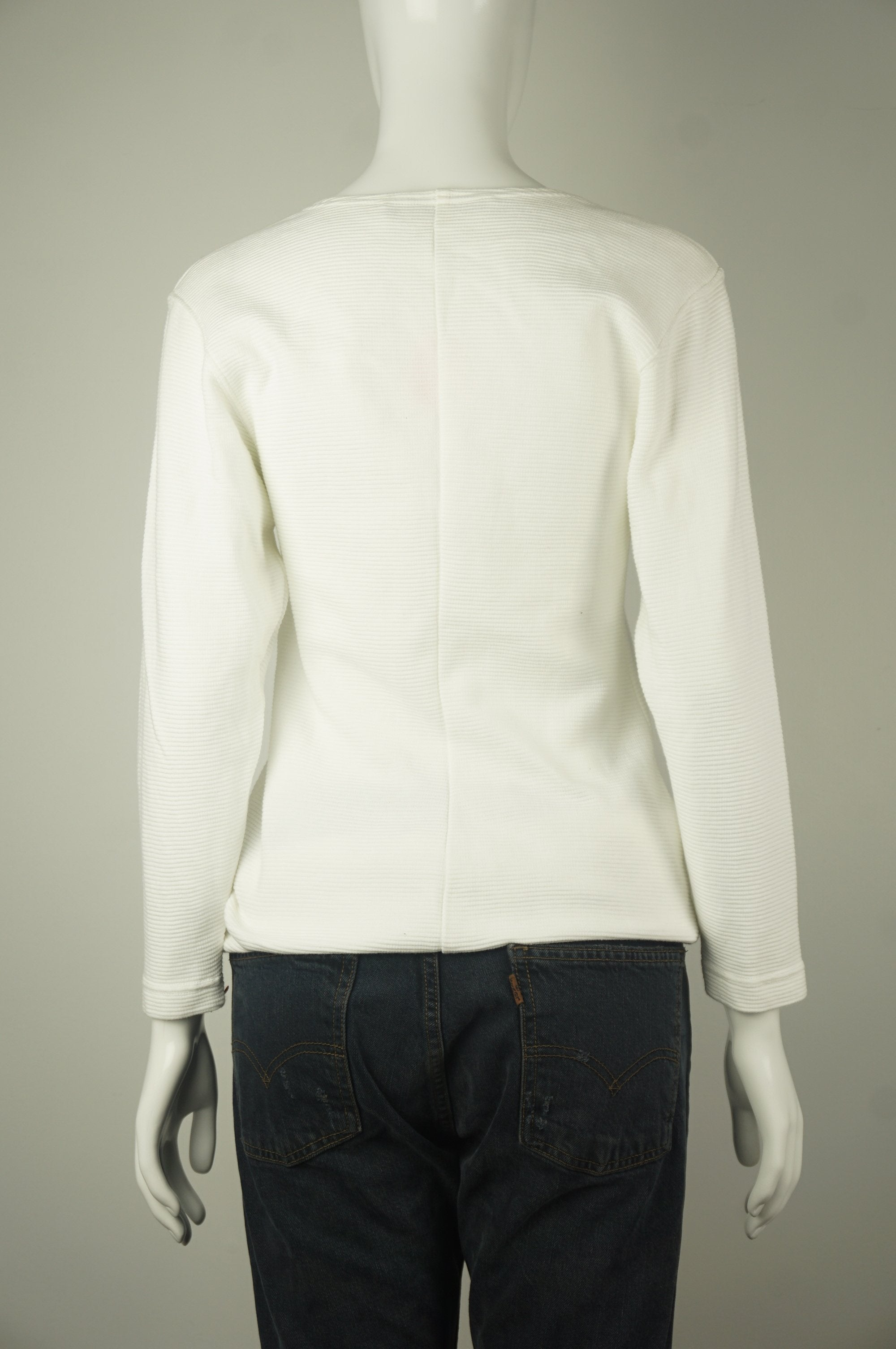 Cathy Hardwick White Long Sleeve Sweatshirt, This elegant vintage white shirt designed by designer Cathy Hardwick will guarantee to keep you warm and stylish on chilly days. , White, 100% Cotton, women's Tops, women's White Tops, Cathy Hardwick women's Tops, Cathy Hardwick designer sweater, women's sweatshirt, women's top
