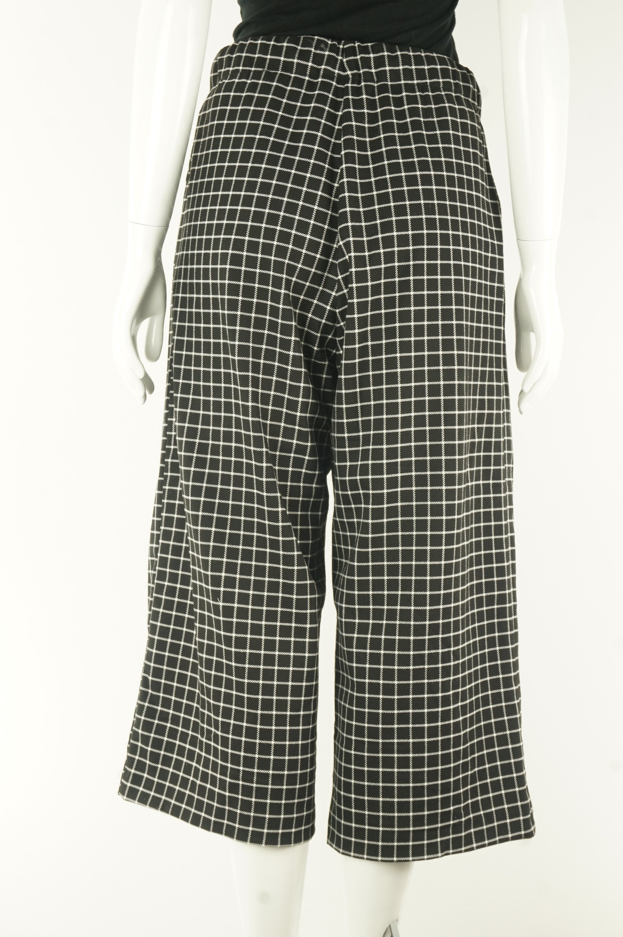 Monki Checked Wide Leg Pants With Elastic Waistband, High waisted wide legged pants are my new favorite! Why? For the exact moment after dinner when you feel overly stuffed but the pants are expandable and hides the food baby…, Black, White, 67% Polyester, 32% Viscose, 1% Elastane, women's Pants & Shorts, women's Black, White Pants & Shorts, Monki women's Pants & Shorts, Women's wide legged pants, women's loose pants