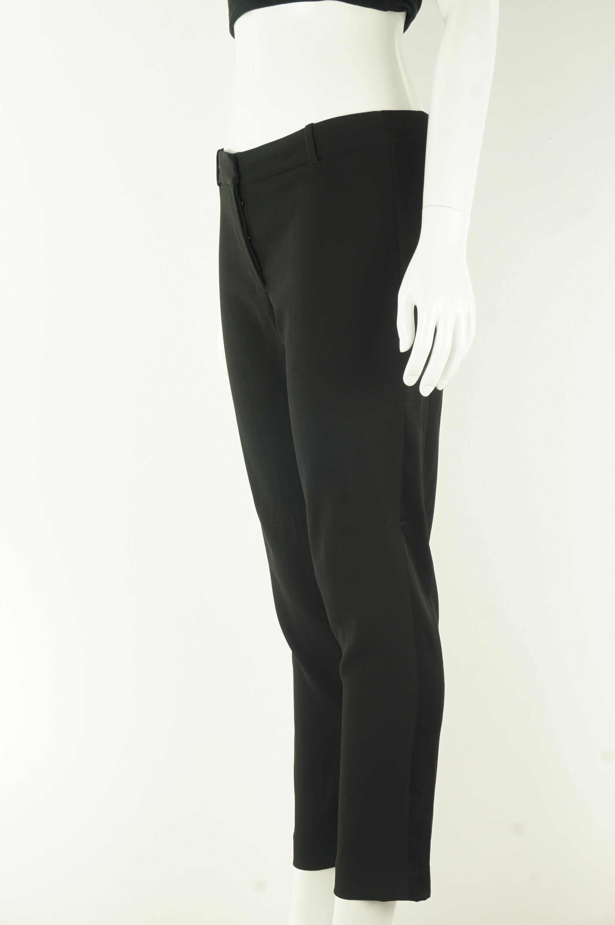 Wilfred Dress Pants with Stretchy Sides, A pair of dress pants that allow you to move freely and sit comfortably? Look no further!, Black, 82% triacetate, 18% polyester, women's Pants, women's Black Pants, Wilfred women's Pants, Aritzia women's dress straight pants, women's comfortable office pants, women's comfortable office trousers