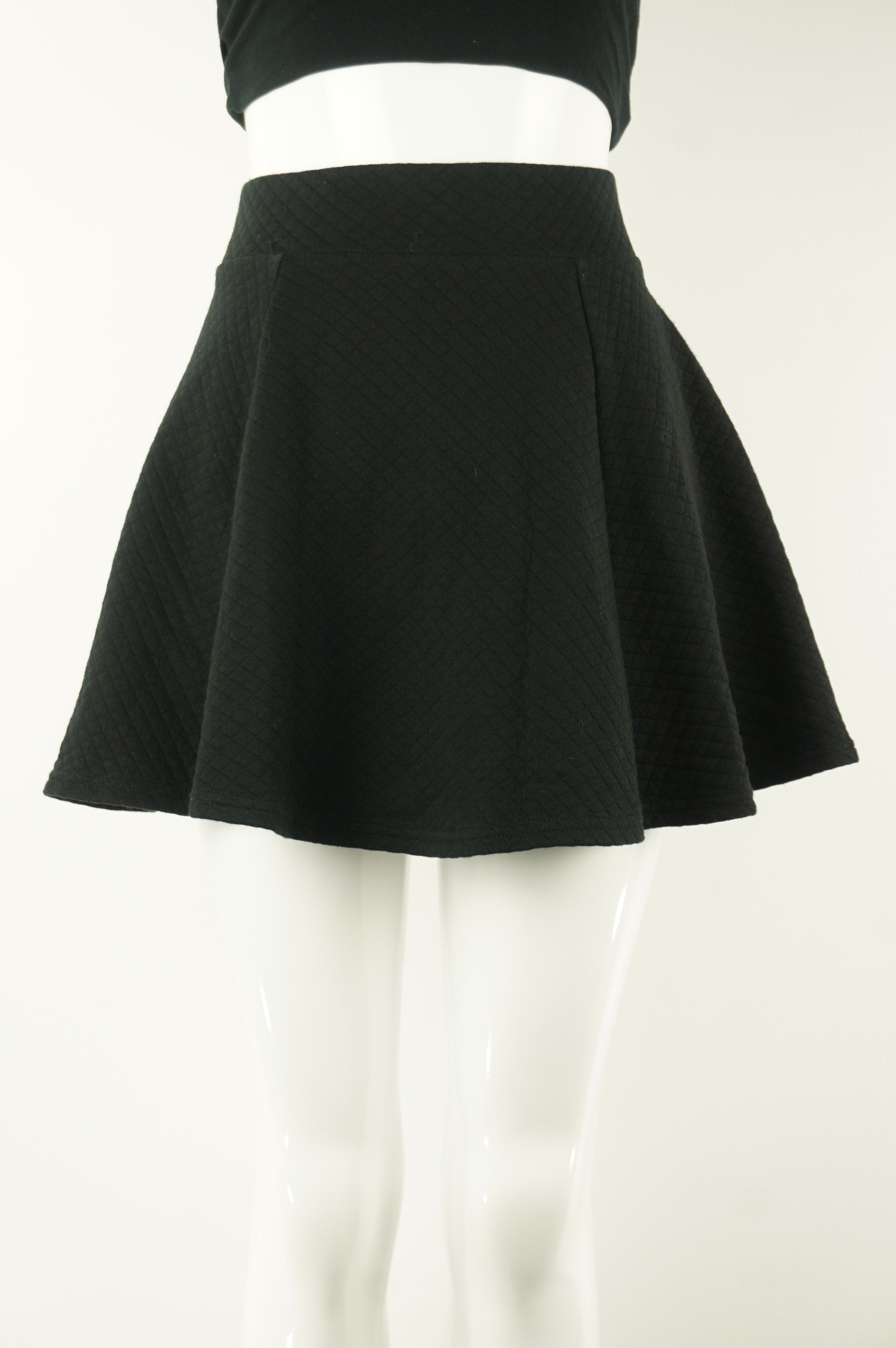 H&M Quilted Skirt, Thicker quilted skirt with zipper in the back. , Black, Cotton and Elastane, women's Skirts & Shorts, women's Black Skirts & Shorts, H&M women's Skirts & Shorts, women's quilted mini skirt, women's black short skirt