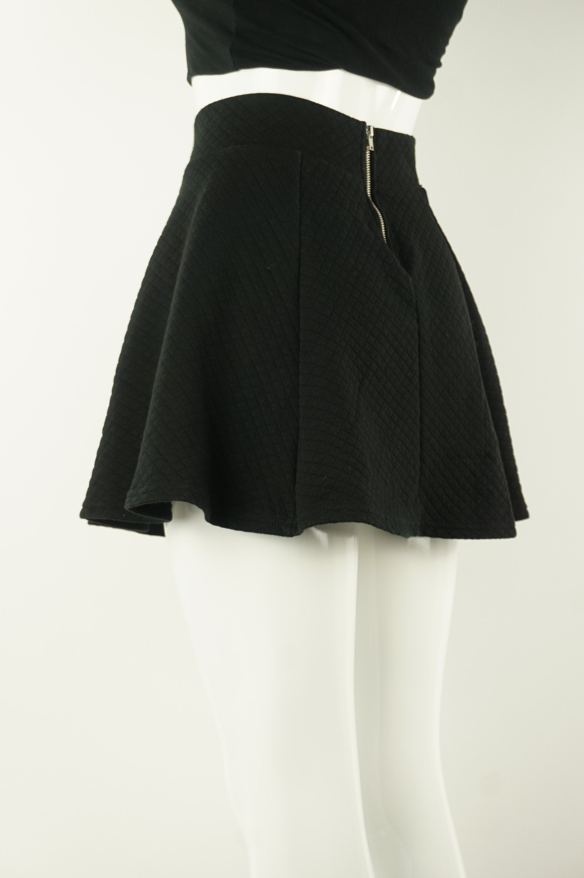 H&M Quilted Skirt, Thicker quilted skirt with zipper in the back. , Black, Cotton and Elastane, women's Dresses & Skirts, women's Black Dresses & Skirts, H&M women's Dresses & Skirts, women's quilted mini skirt, women's balck short skirt