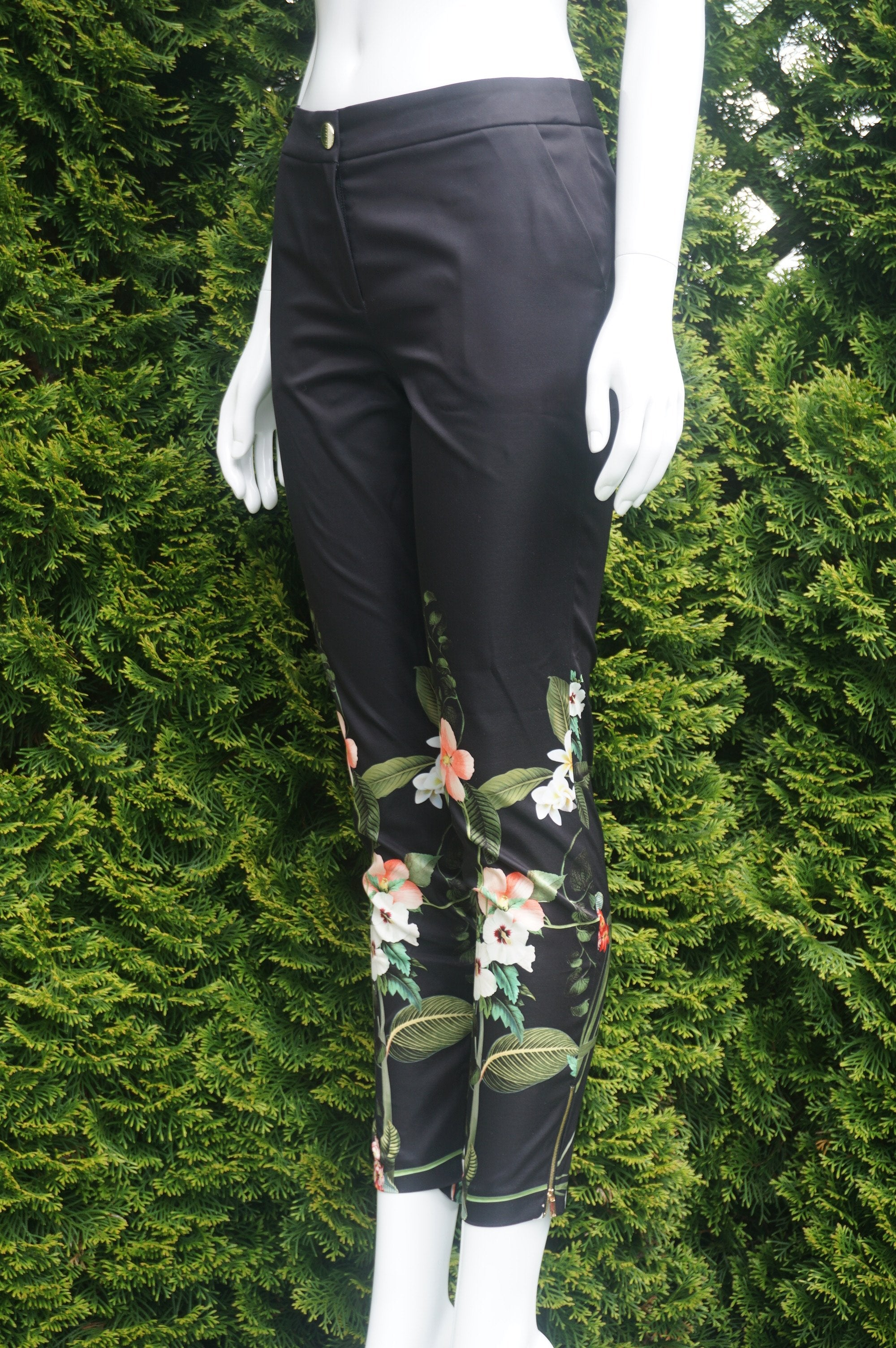 "Ted Baker Floral Bottom Pants, Ted says: ""created especially for you."", Black, Green, Shell: 100% Polyester, Lining: 97% Polyester, 5% Elastane, women's Pants, women's Black, Green Pants, Ted Baker women's Pants, women's designer floral ankle pants, floral design cropped pants, fancy dress ankle pants"