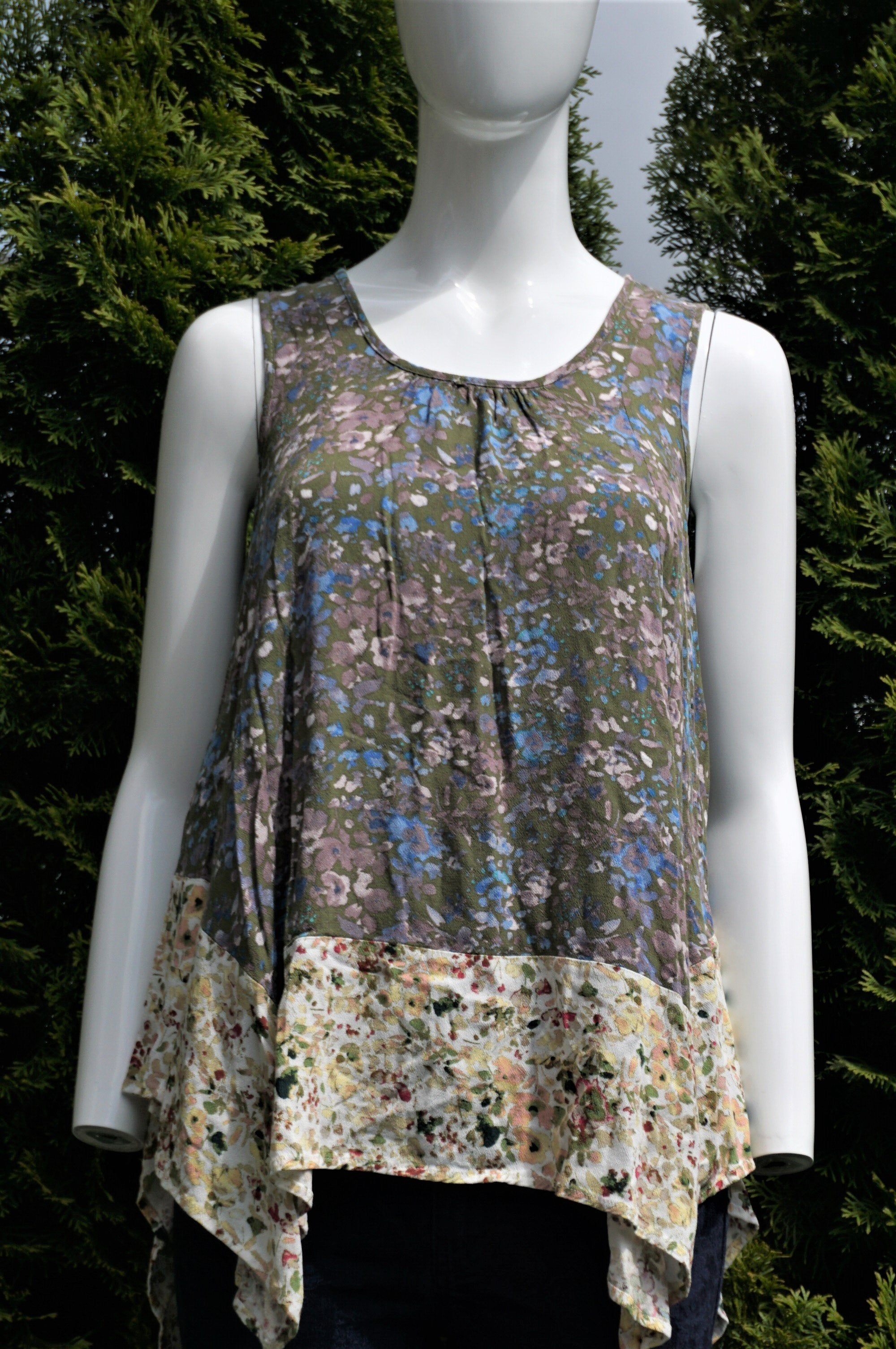 Flint & Moss New York Floral Tank Top Blouse, Vibrant boho floral design with high low hem., Green, 100% Rayon, women's Tops, women's Green Tops, Flint & Moss New York women's Tops, tank top blouse, floral flowy shirt, medium size top, summer tank top, summer tank top blouse