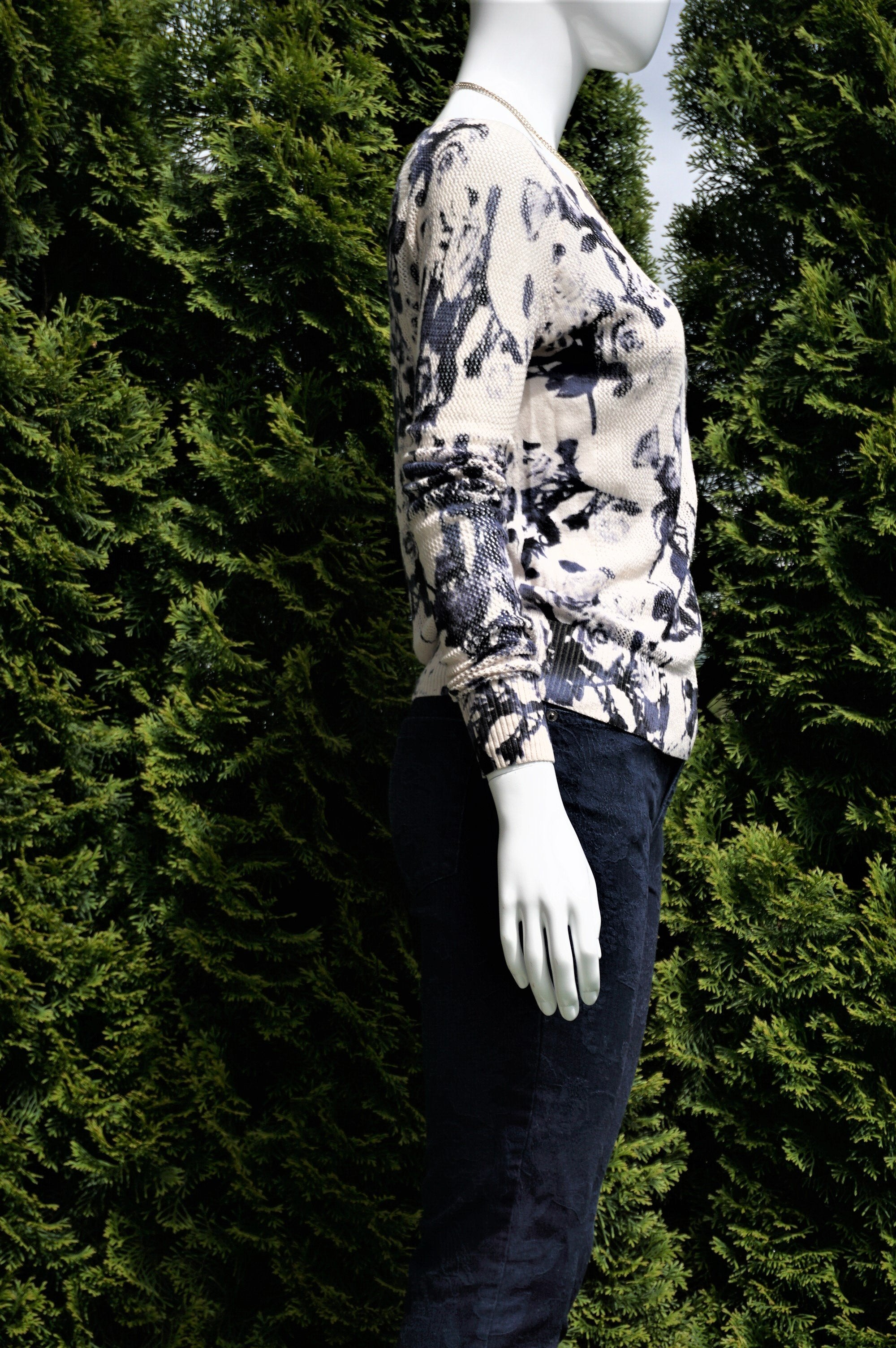 Silence & Noise Sweater Top, Thin sweater top with floral prints for your casual outing on a chily day., White, Blue, 100% cotton, women's Tops, women's White, Blue Tops, Silence & Noise women's Tops, Urban Outfitter sweater top with sabrina neckline, floral sweater top, spring floral sabrina neck sweater