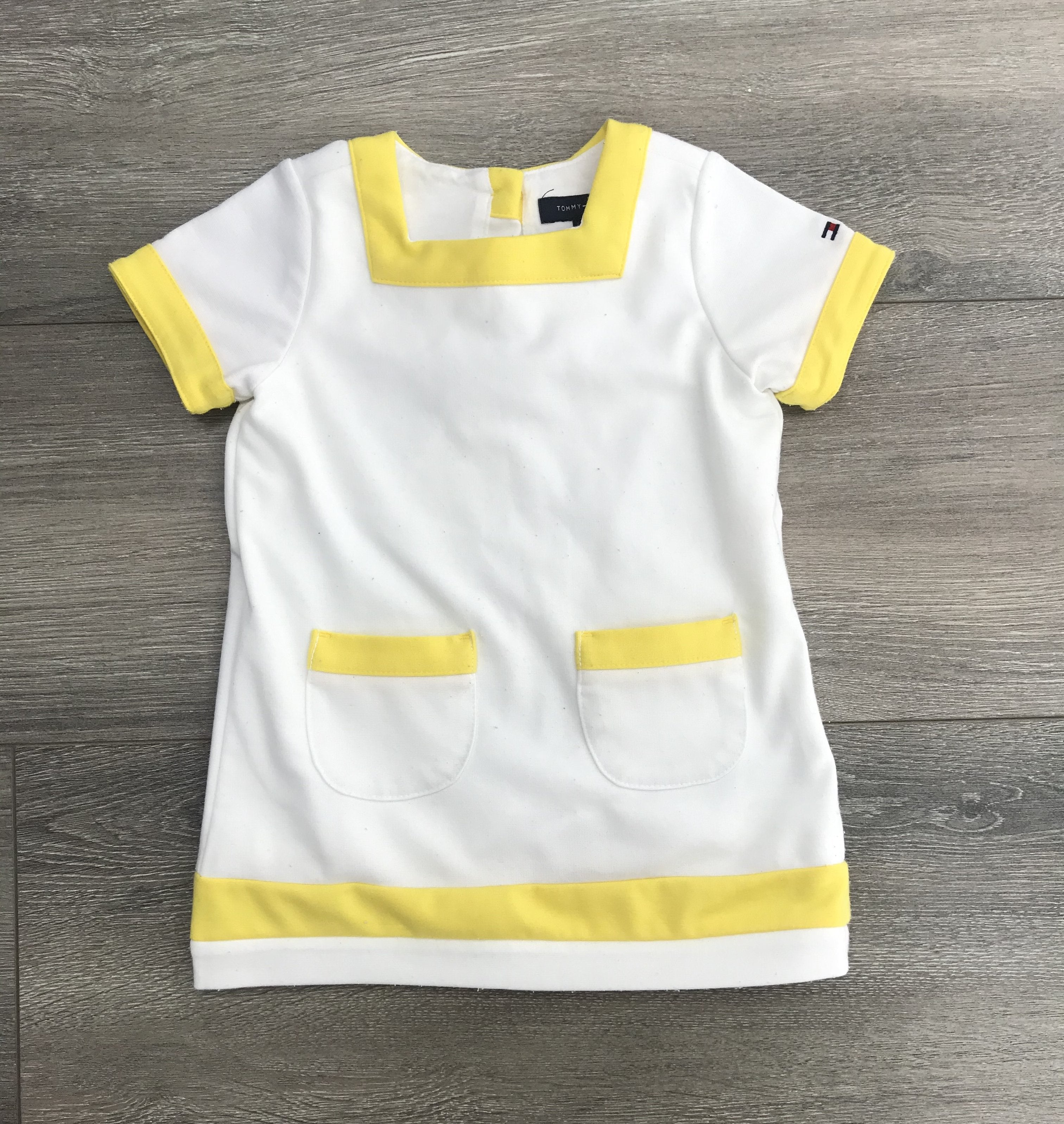 Tommy Hilfiger 12 Months Baby Dress, Simple and Cute design. With two pockets that the baby probably won't use., White, Shell: 95% Polyester, 5% Elastane; Lining: 100% Cotton, 12 months baby clothes, baby girl dress, second hand baby girl clothes, 12 month baby clothes
