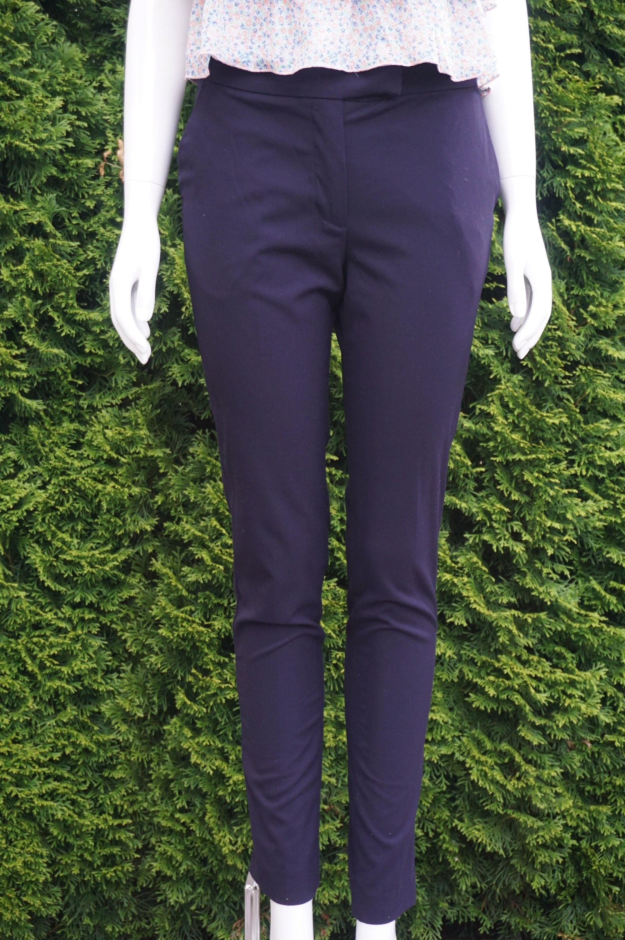 H&M Dark Blue Dress Pants, Waist measures 29 inches, length 38 inches, inseam 29 inches., Blue, 63% Polyester, 33% viscose, 4% Elastane, women's Pants, women's Blue Pants, H&M women's Pants,