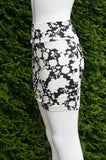 Forever 21 Black and White Floral print Skirt, Waist measures 24 inches when relaxed. Length 17 inches. Very stretchy material, Black, White, 95% cotton, 5% Elastane, women's Skirts & Shorts, women's Black, White Skirts & Shorts, Forever 21 women's Skirts & Shorts, bodycon skirt, comfy skirt,