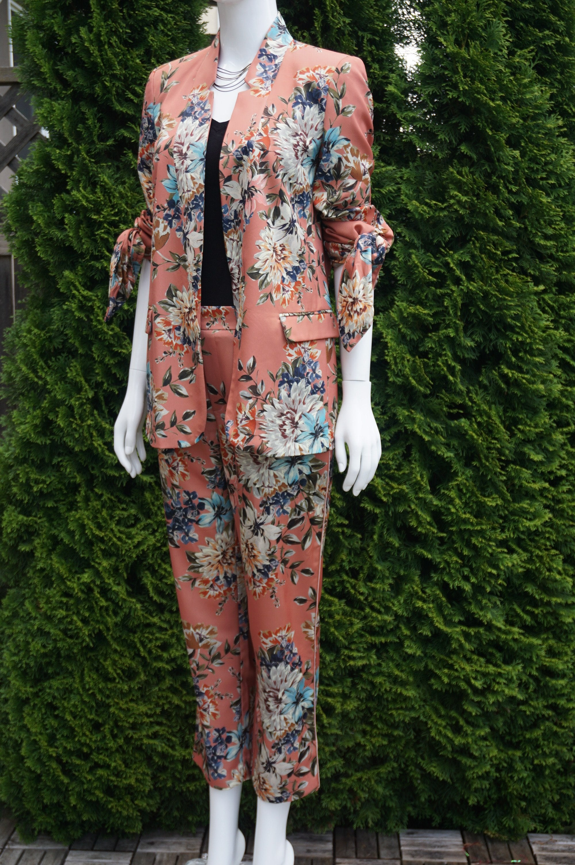 Zara Floral Pant Suit, This unique floral pantsuit helps you take on the world while looking feminine and elegant doing it. Pants length 36 inches, Waist 29 inches, elastic in the back. Suit jacket length 27 inches. Suit shoulder 15 inches. , Pink, Shell,100% Polyester. Lining 100% Acetate. Fabric made in Morocco. , women's Jackets & Coats, Pants, women's Pink Jackets & Coats, Pants, Zara women's Jackets & Coats, Pants, women's pantsuit, women's pant suit, floral pink suit