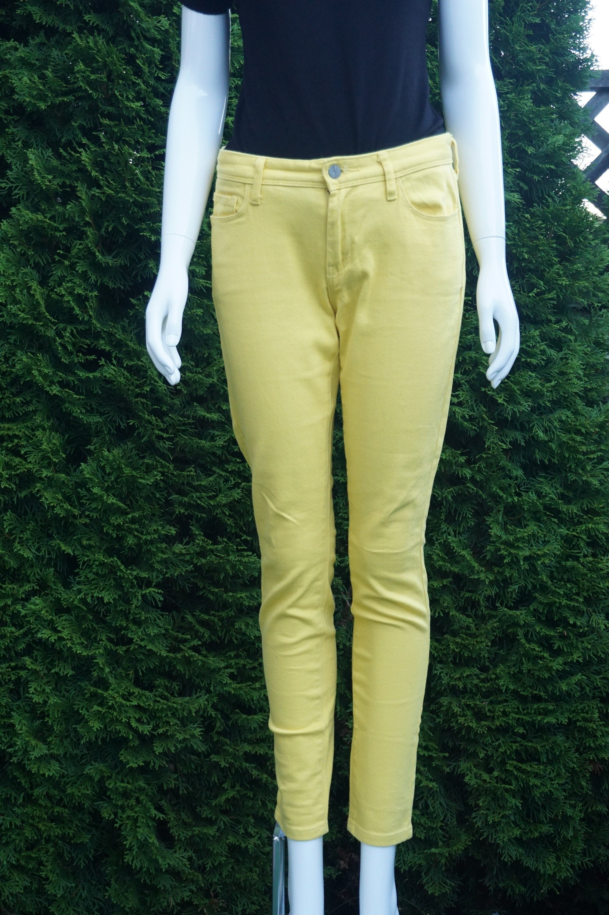 Banana Republic Yellow Pants/Jeans, Waist 30 inches, length 37 inches, inseam 27 inches, Yellow, women's Pants, women's Yellow Pants, Banana Republic women's Pants, bright color pants, yellow pants, yellow skinny jeans