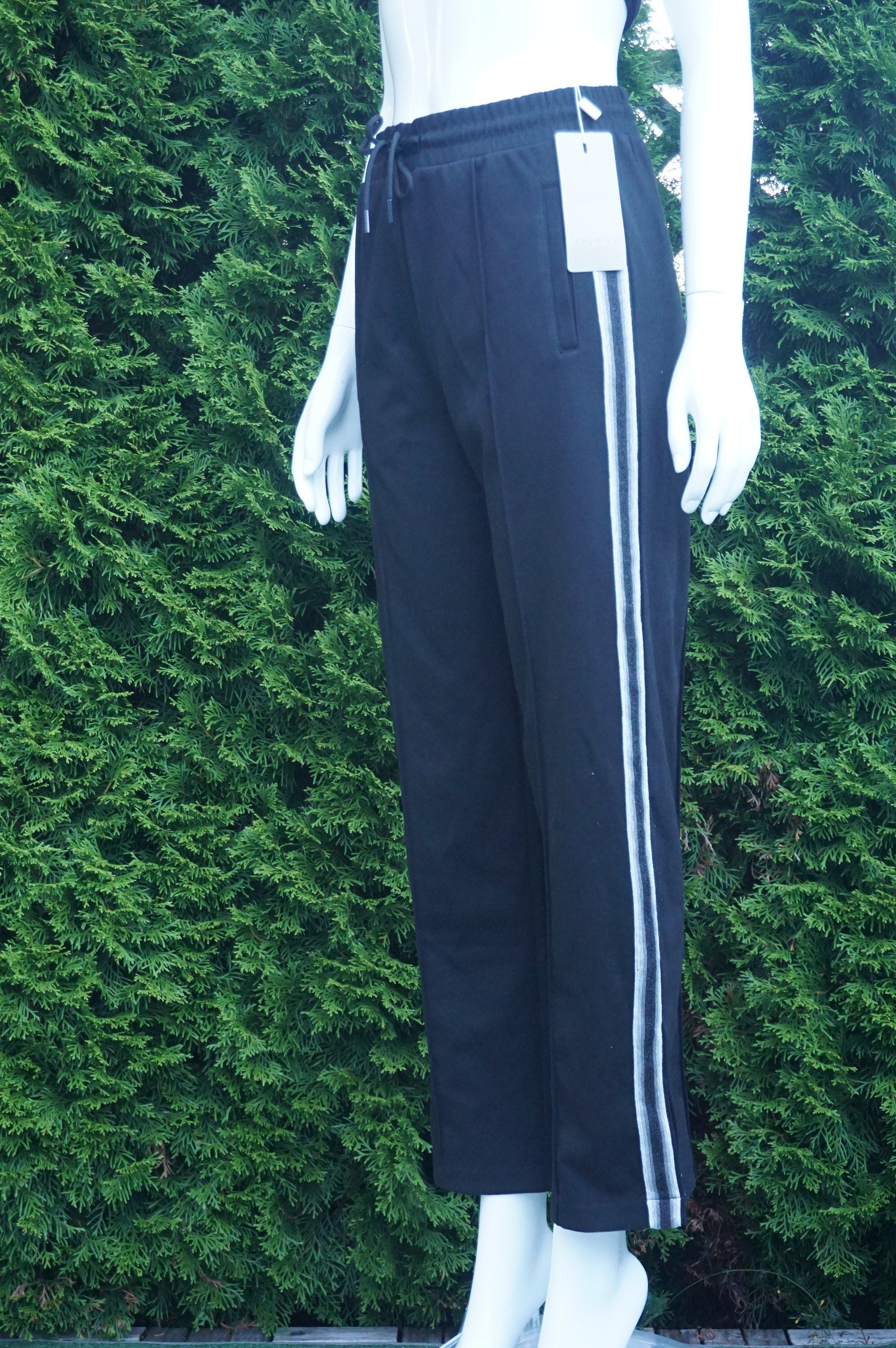 Chumian Comfy Jogger, New with tags Comfy pants for wither casual walks or staying at home :) Waist 28 inches when elastic is relaxed. Length 40 inches.  Adjustable waist strap, Black, women's Pants, women's Black Pants, Chumian women's Pants, sweatpants. Comfy pants, stay at home pants