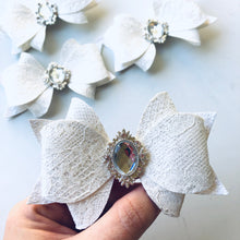 Load image into Gallery viewer, White Glitter Lace Rhinestone Daisy Bow