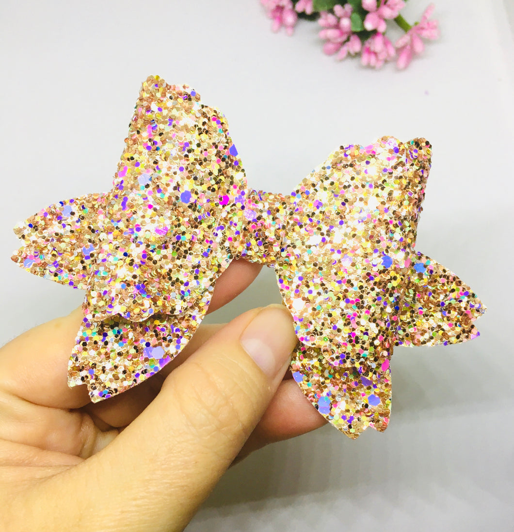 Glittery Gold Scallop bow