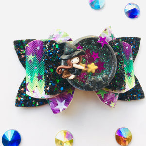 Clay Shaker Witch Halloween Bow