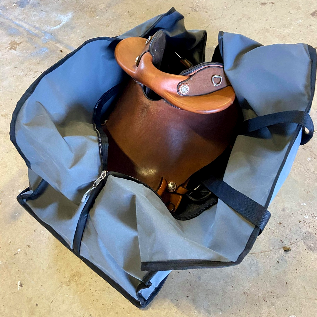 Barrel racing and western saddle carry bag ideal for cattle stations