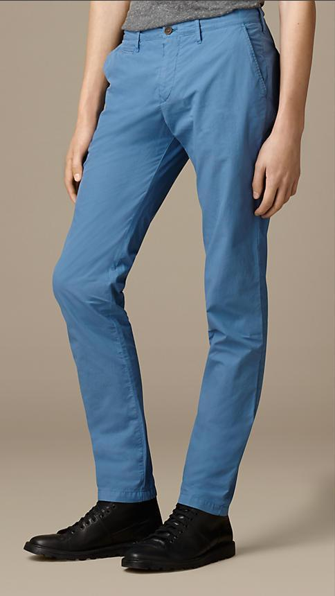 Burberry Men's Trousers Burberry Trousers Slim Fit Cotton Poplin Chinos | PALE CARBON BLUE