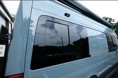 PASSENGER AM Auto REAR QUARTER SCREENED HALF-SLIDER WINDOW SPRINTER 170