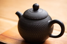 Load image into Gallery viewer, Lin Guó-Lì Scales Teapot