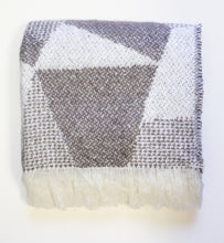Load image into Gallery viewer, Rylie Loft Jacquard Throw (50x70)
