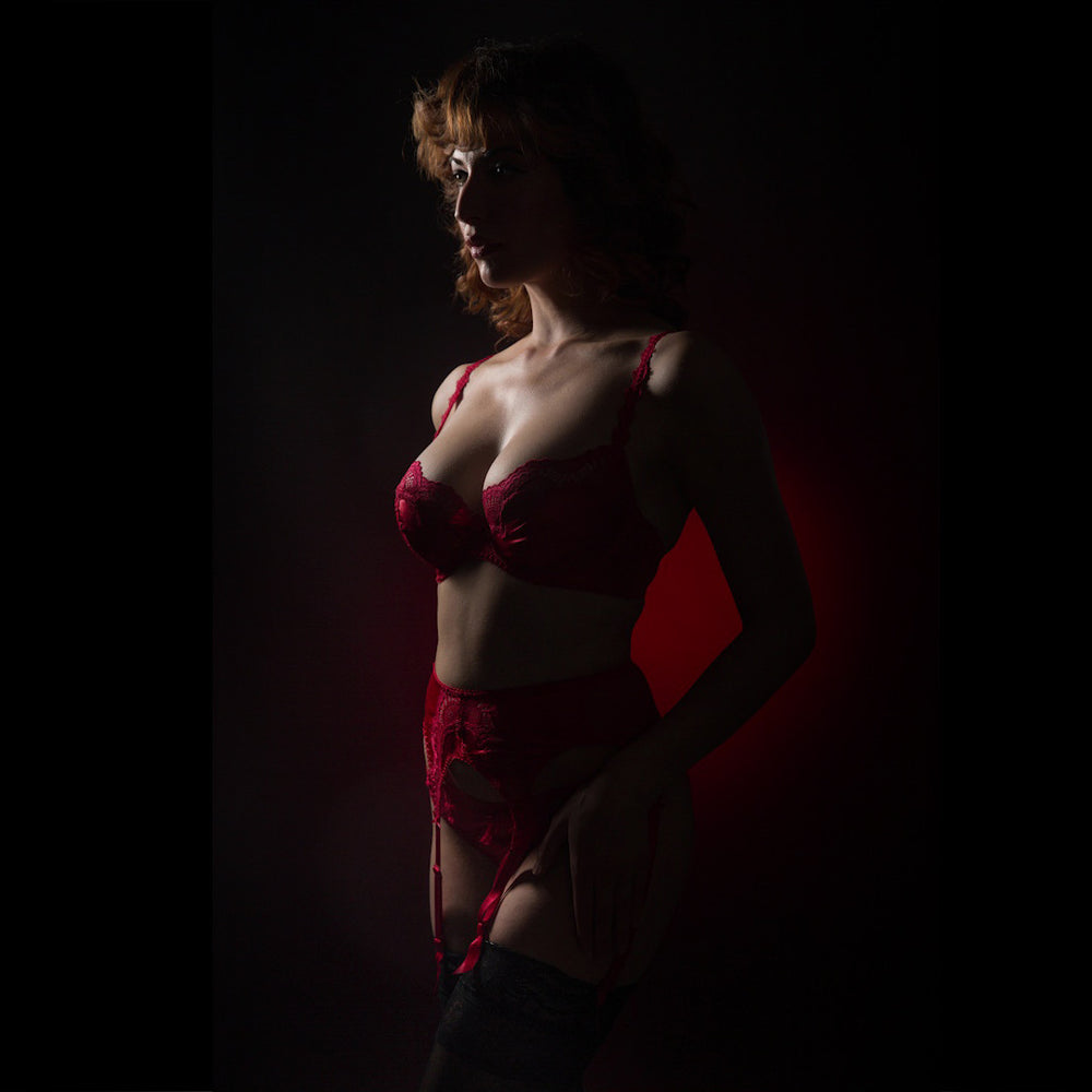 2 Light Highlighting Curves with Light and Posing for Boudoir with Lindsay Adler