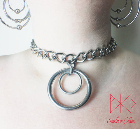 Eclipse Collar worn, 3mm chain collar with large 40mm O ring with a 20mm smaller O ring inside it