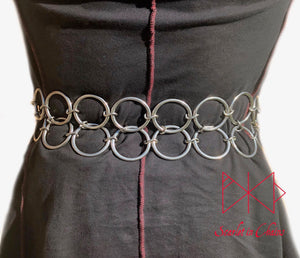 Double O ring belt worn, a belt made from two layers of large O rings