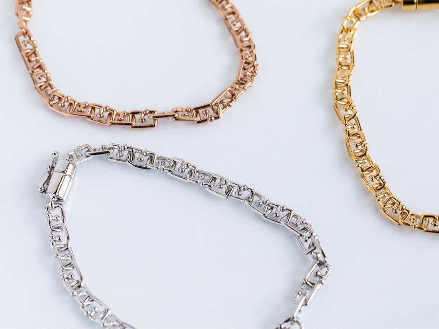 G shaped links create a delicate bracelet, available in rose gold, silver, and yellow gold