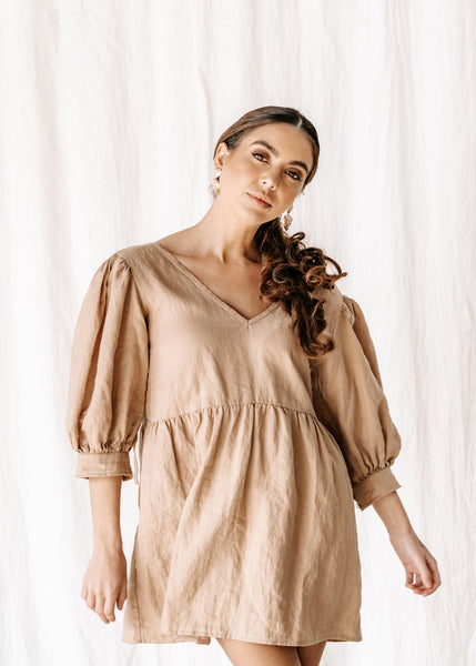 womens v neck smock in hand dyed coffee colour exclusive to hall store made from 100% highest quality linen. A flattering cut with an adjustable back tie. Puffy 3/4 sleeves & a drop waist. Comfortable & classy allowing you to go effortlessly from day to night.