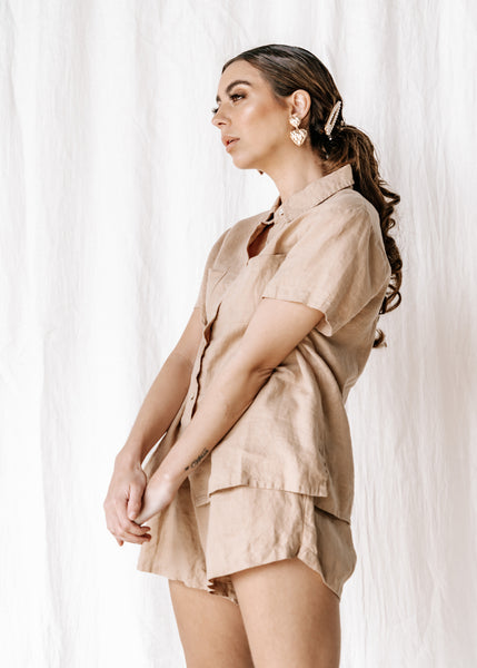 The new everyday blouse that will take you from sunrise to sunset, the Capri Shirt is so comfortable you'll never want to take it off.  Match it back with the Etta Short for a two-piece set; tuck it in for an all-in-one jumpsuit look or left out for a more relaxed outfit.  The Capri can be dressed up with your favourite heel or worn with a slide for a more relaxed look.