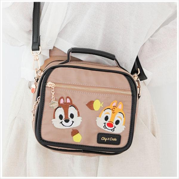 Chip N' Dale Embroidery Collection กระเป๋าสะพายข้างมีหูหิ้ว