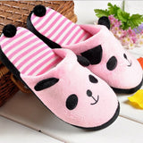 chaussons roses panda