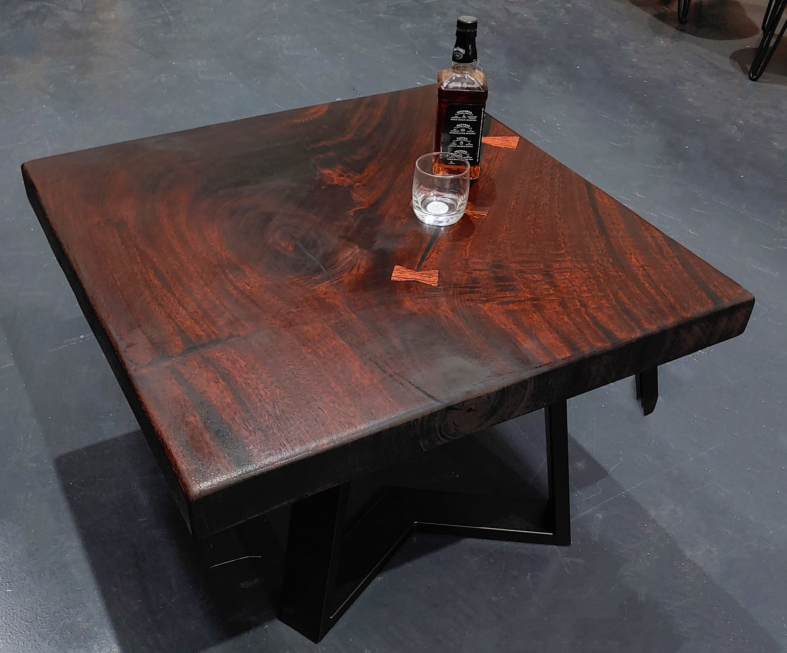 Live edge timber, acacia wood, raintree timber, suar wood, monkeypod wood, sustainable wood, sustainable timber, living art decor, live edge timber, live edge table, tables, table top, dining table, coffee table, furniture, hardwood furniture, interior decor, home decor, one of a kind, unique, wood grain, luxury
