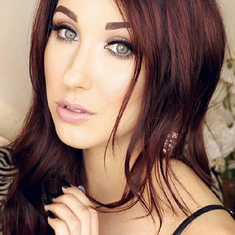 Jaclyn Hill Use ESQIDO Lashes for Romantic Look