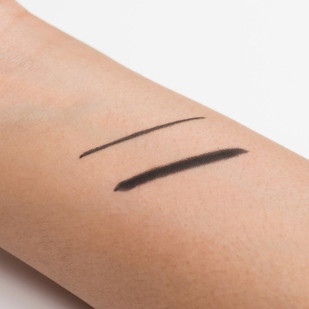 Create both thin or thick lines with the Esqido Gel Eyeliner