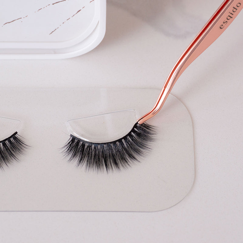 Precision tip to easily lift your falsies off their tray and place them exactly where you want them.