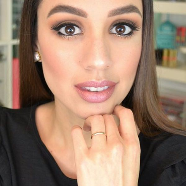 Dani wearing ESQIDO BFF mink lashes