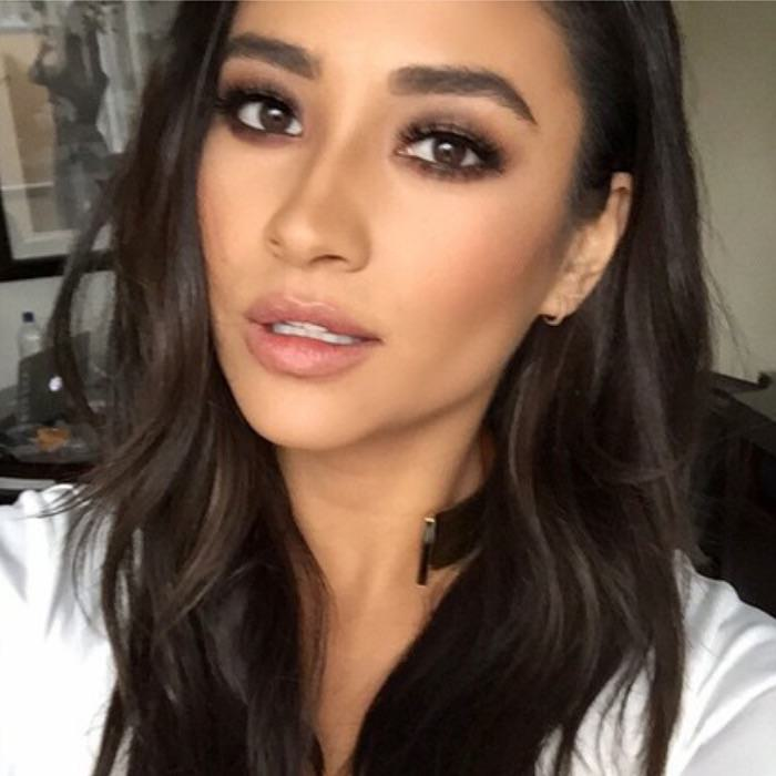 Shay Mitchell wearing ESQIDO Lashlorette mink lashes