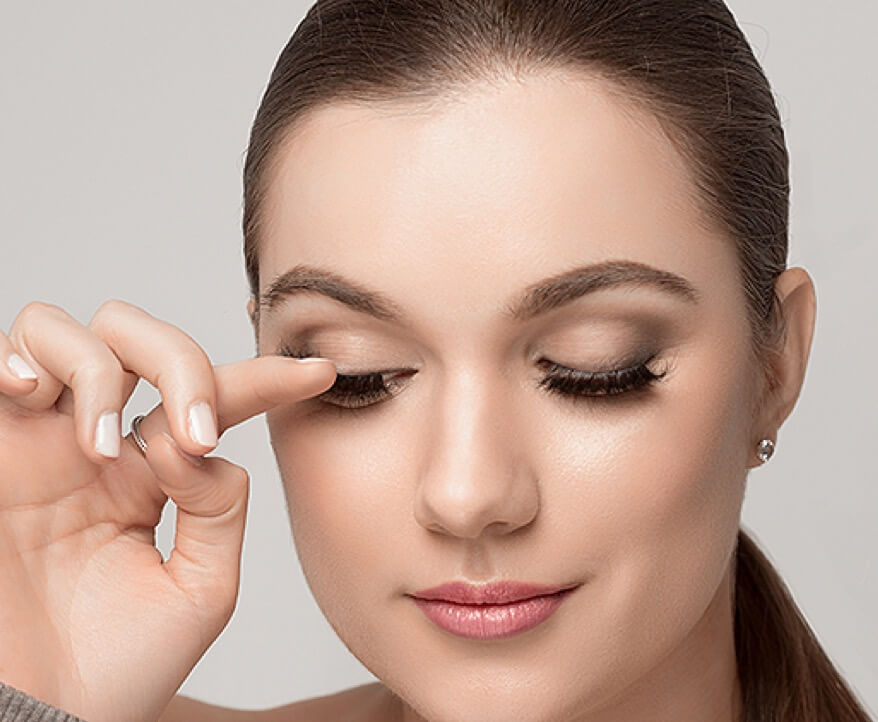 Learn how to apply false eyelashes for beginners