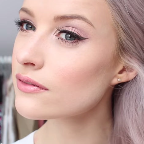 Inthefrow Victoria wearing ESQIDO mink lashes in Oh So Sweet