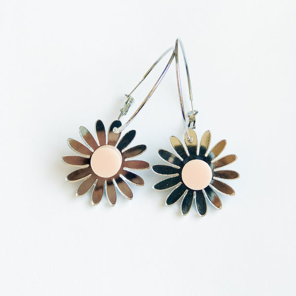 Daisy Earrings: Silver Mirror