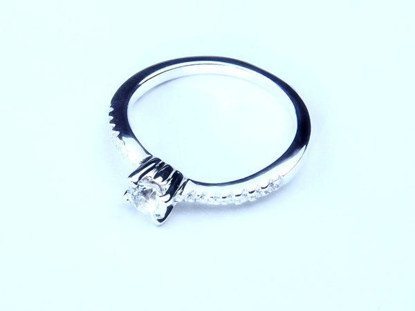 Anillo con Diamante Bent Platino