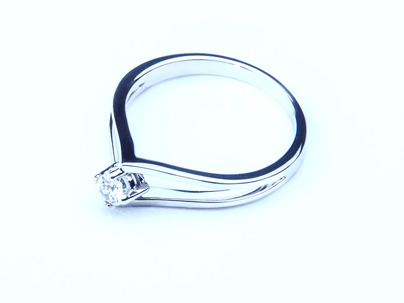 Anillo con Diamante Drop Platino