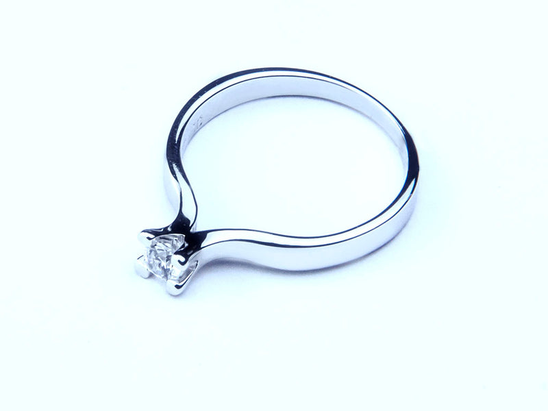 Anillo con Diamante Flower Platino