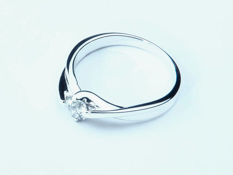 Anillo con Diamante Curly Platino