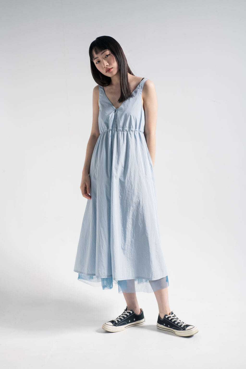 Sleeveless V-neck layering rain dress